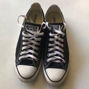Black and white Converse!!